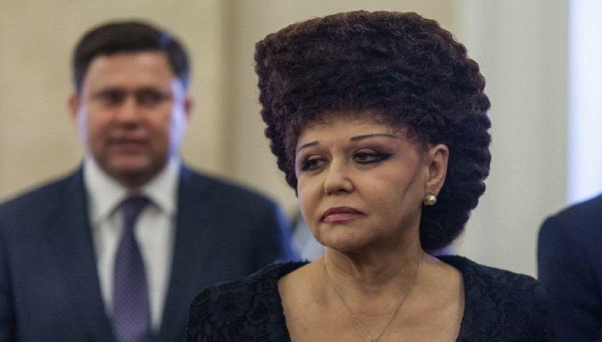 La strana pettinatura della senatrice russa fa impazzire Facebook