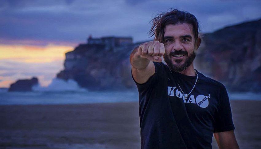 Surfista cavalca onda di 24 metri: è record!