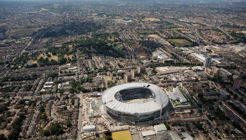 """L'ironia del web: """"Lo stadio del Tottenham sembra un water"""""""