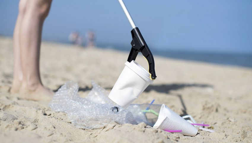 Due bicchieri di vino gratis per chi mantiene pulita la spiaggia