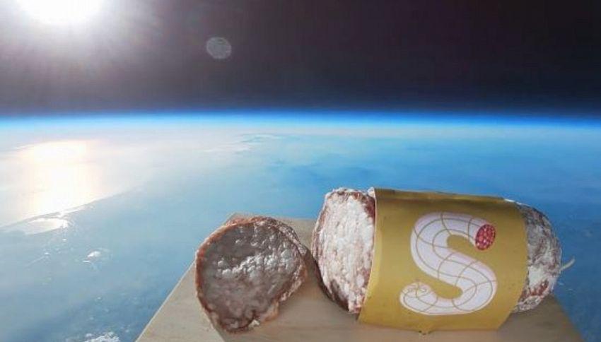 Houston, è ora di cena: c'è un salame nello spazio