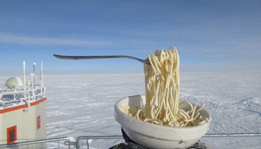 Cosa succede a un piatto di pasta in Antartide