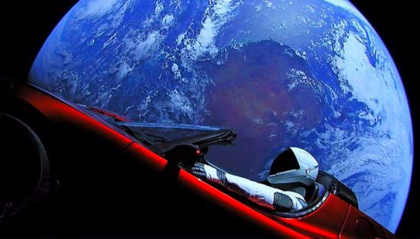 L'omino sulla Tesla ci manda il primo selfie da Marte