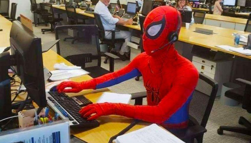 Il bancario che ha mollato tutto per diventare Spiderman