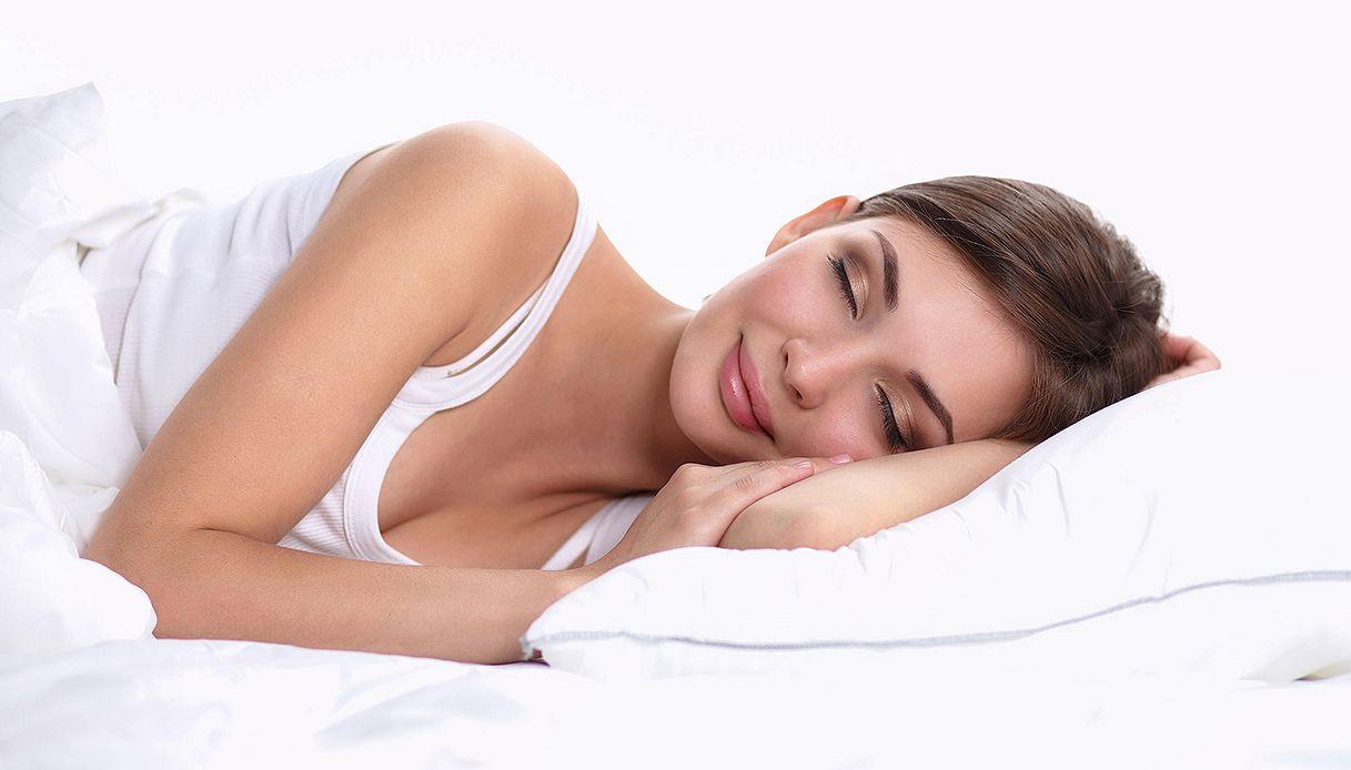 Ecco perché dovreste dormire sul lato sinistro