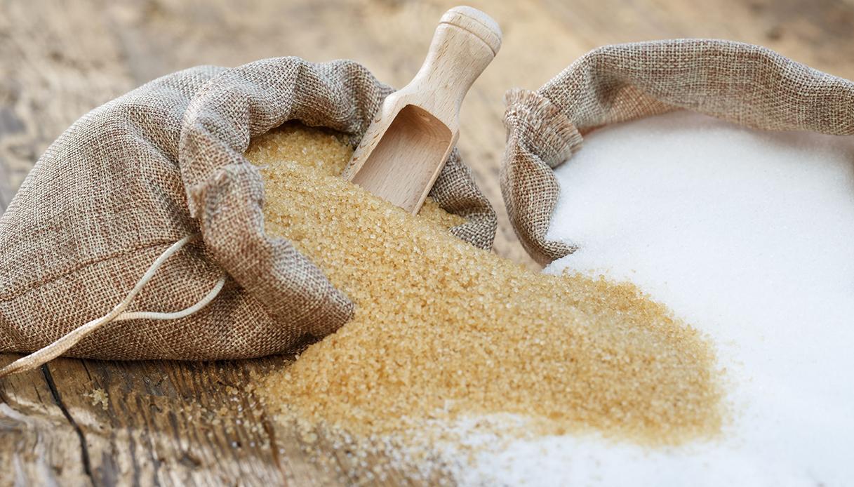 Meglio lo zucchero di canna o quello bianco? Sfatiamo un mito