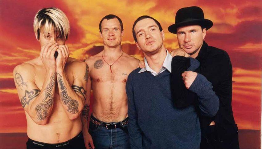 I Red Hot Chili Peppers live dalle piramidi: parte il countdown