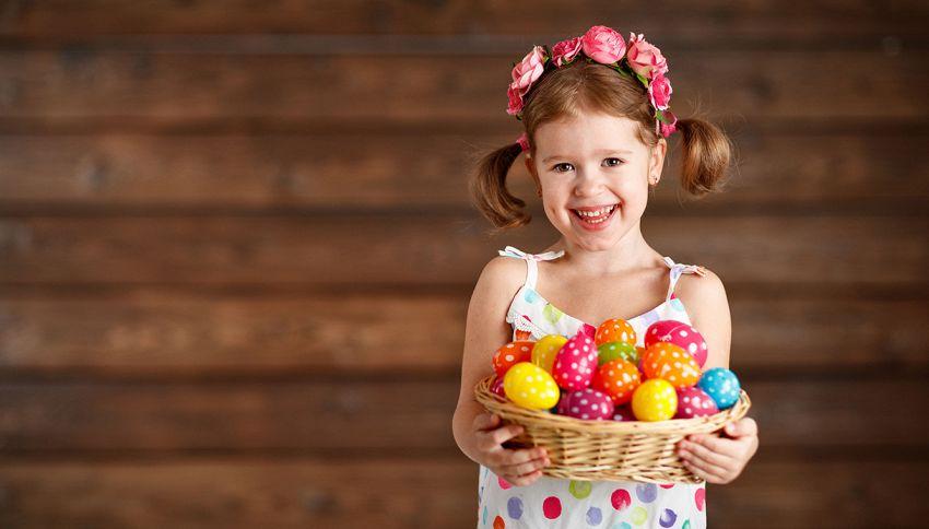 Bambina di 9 anni raccoglie centinaia di uova di Pasqua: è record