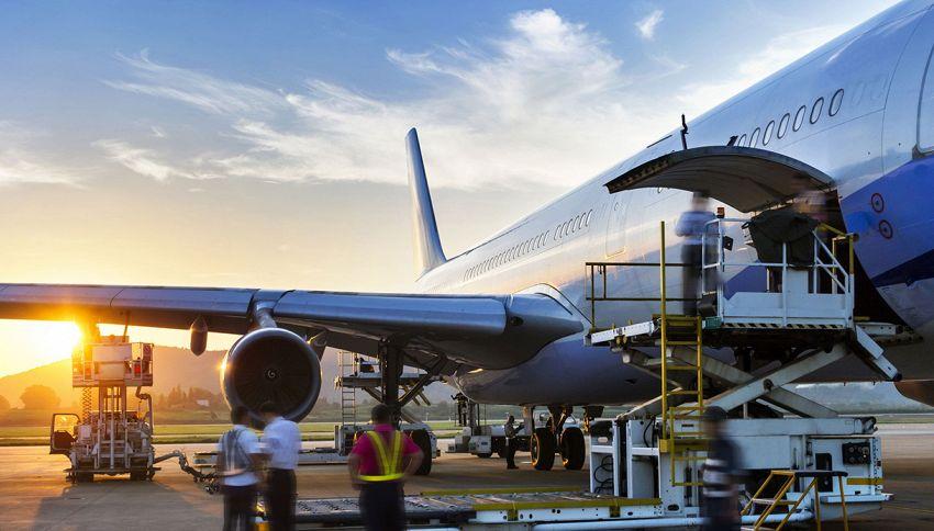 Pista di volo: la strana danza dell'addetto ai bagagli