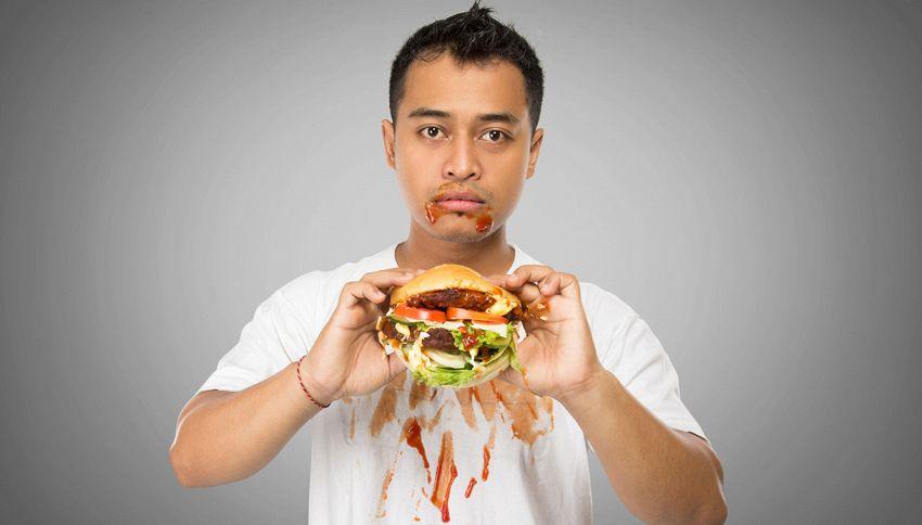 Ti sporchi sempre quando addenti l'hamburger: il trucco geniale