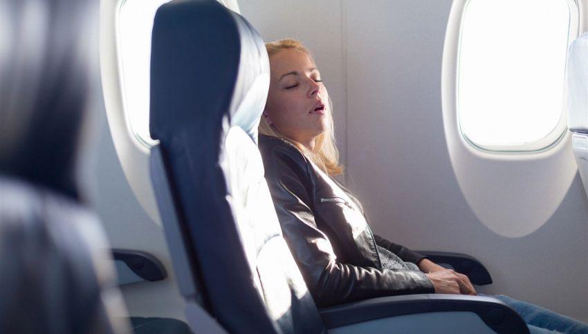 Cosa non si fa sull'aereo: assurde foto pubblicate su Instagram