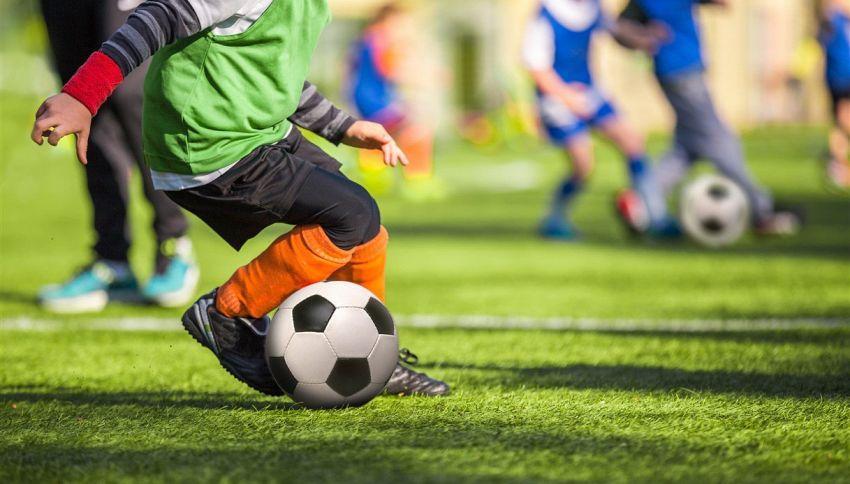 In questa scuola è vietato giocare a palla: no calcio e basket