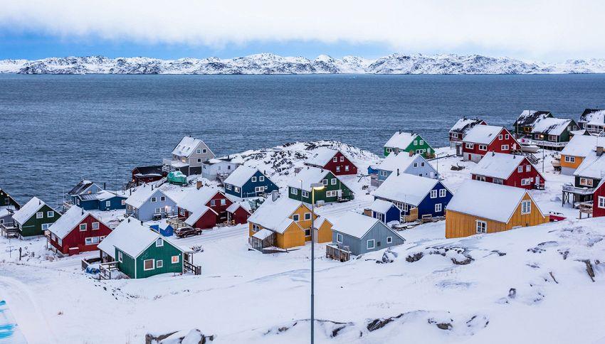 Sai perché in questo villaggio ogni casa ha un colore diverso?