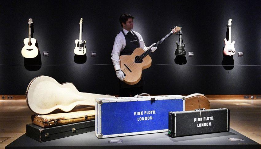David Gilmour, all'asta le sue chitarre per salvare il clima