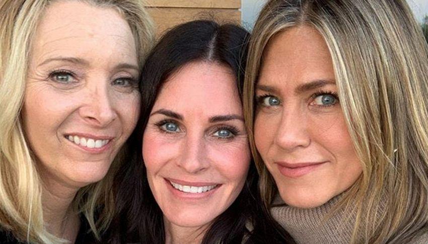 Friends, Monica festeggia con Rachel e Phoebe: i fan sognano