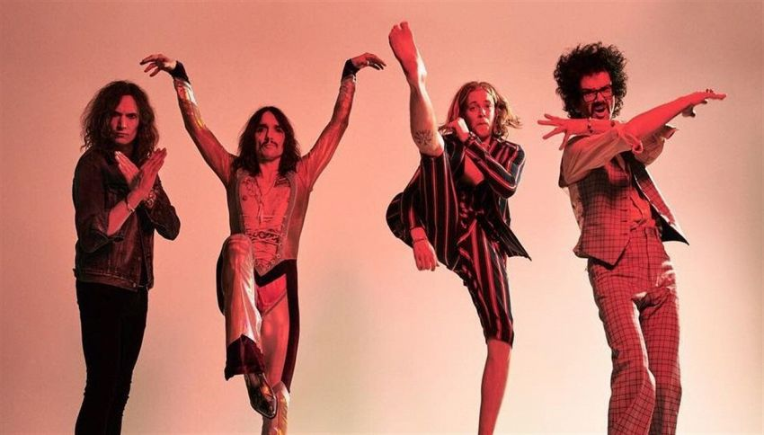 Il lato luminoso dei The Darkness: intervista a Justin Hawkins