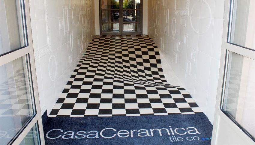 Come vedi questo pavimento? L'effetto ottico che disorienta