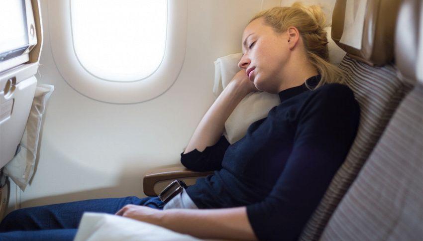 Dormi durante durante il decollo e l'atterraggio in aereo? Sbagli
