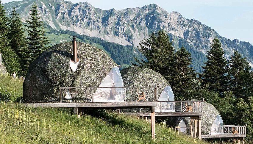 """Dormire in un """"baccello"""" sulle Alpi Svizzere: lo strano hotel"""