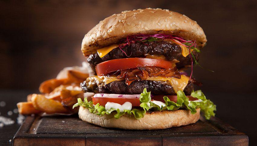 """12 alimenti """"sani"""" che hanno più calorie di un Big Mac"""