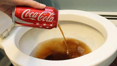 Versate coca cola nel water: il risultato vi sorprenderà!