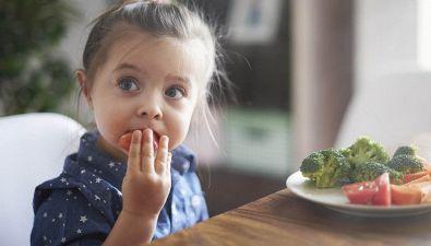 8 alimenti da non dare mai ai tuoi figli