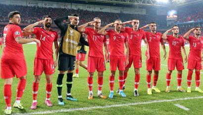 Il saluto dei calciatori turchi scuote opinione pubblica e Uefa
