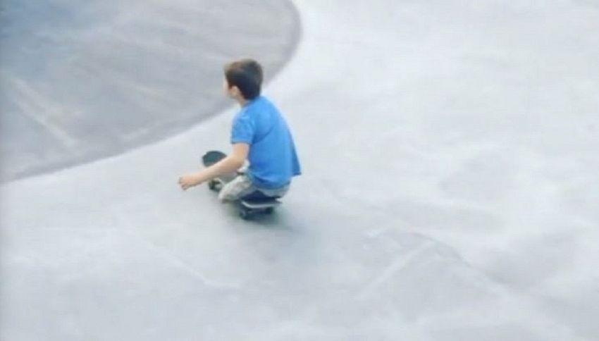 A 10 anni è un asso dello skate: il riscatto dopo l'incidente