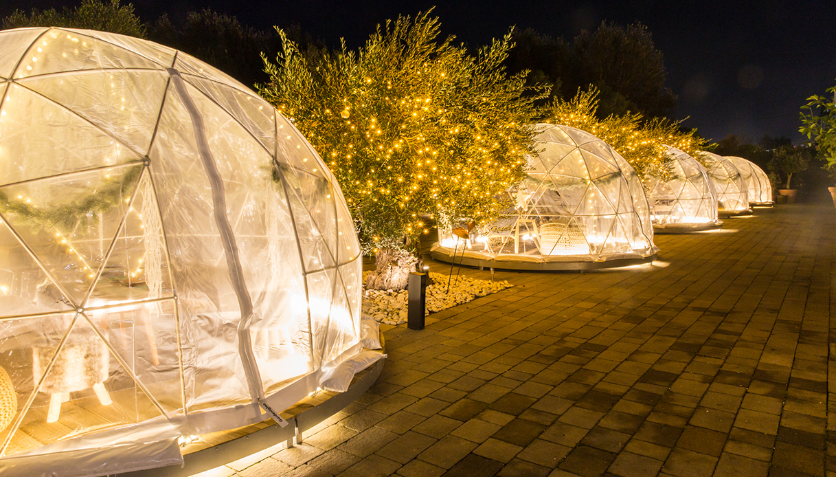 Ora puoi cenare in un igloo: l'originale giardino a Roma