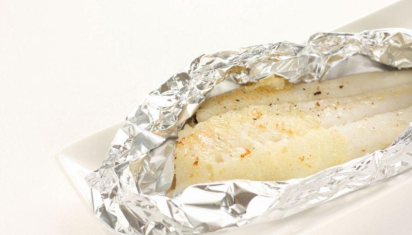 Pesce al cartoccio, in carta forno o alluminio? Cosa devi sapere