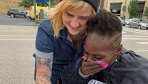 Storia di Katie, parrucchiera per i senzatetto di Minnneapolis
