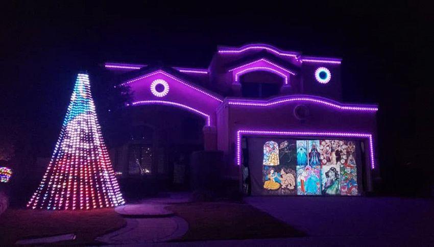 Le luci natalizie di questa casa faranno contenti tutti i bambini