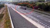 Il camionista è fenomenale: disastro evitato