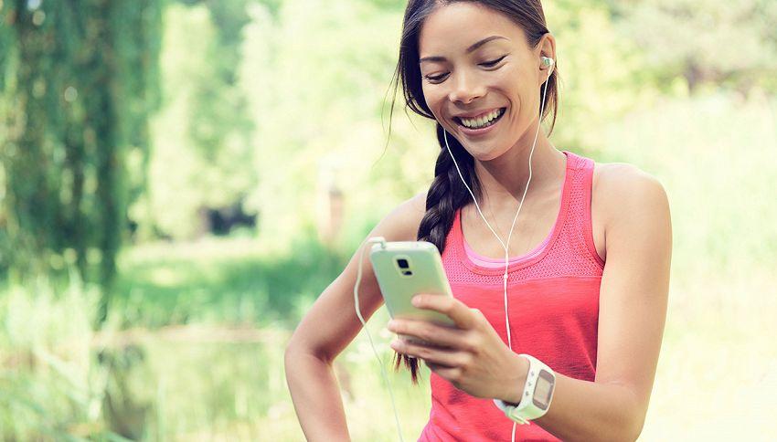 Corri con il telefonino in mano? Ecco cosa rischi