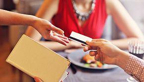 Cameriera riceve una mancia record di 2020 dollari