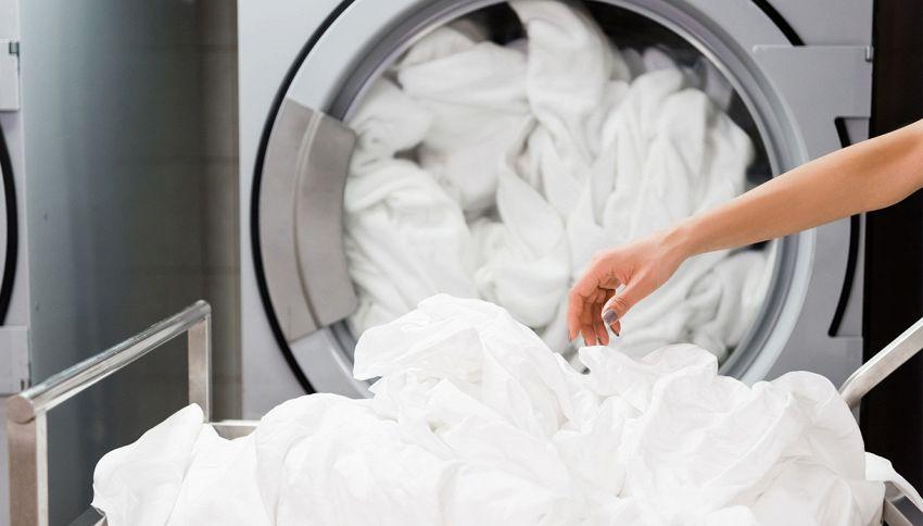 Come lavare le lenzuola in lavatrice: il trucco da conoscere