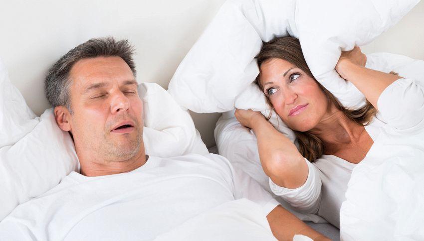 """Arriva il cuscino """"intelligente"""" per non russare"""