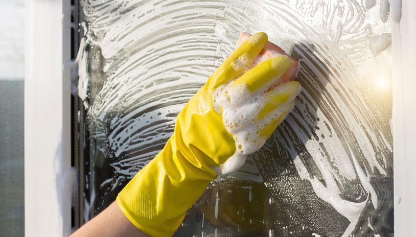 Come pulire i vetri della doccia: il detergente fai da te
