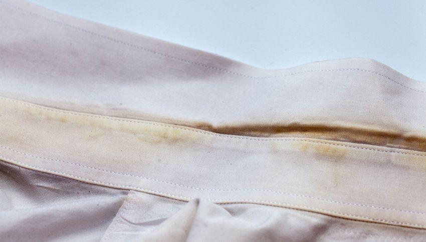 Capi ingialliti in lavatrice: il trucco per farli tornare bianchi