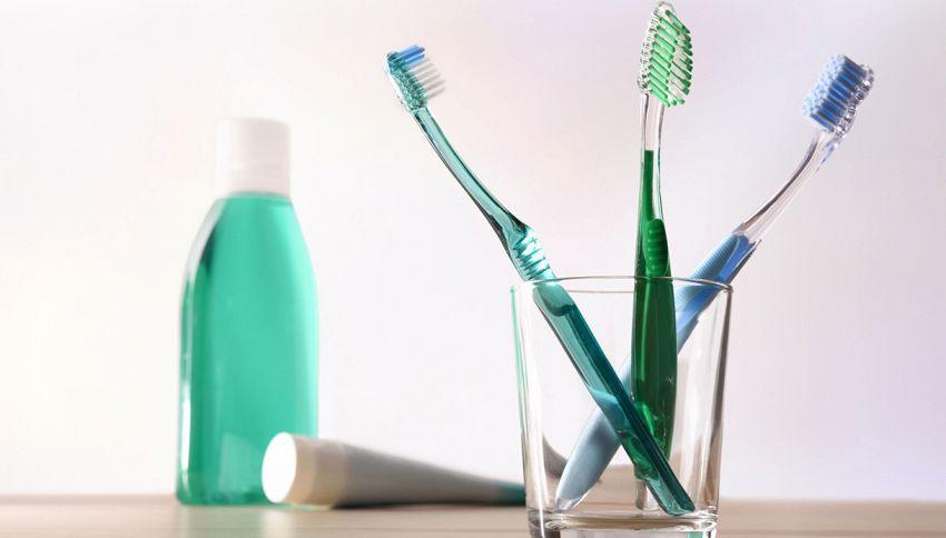 Come pulire lo spazzolino da denti: ecco il consiglio da seguire
