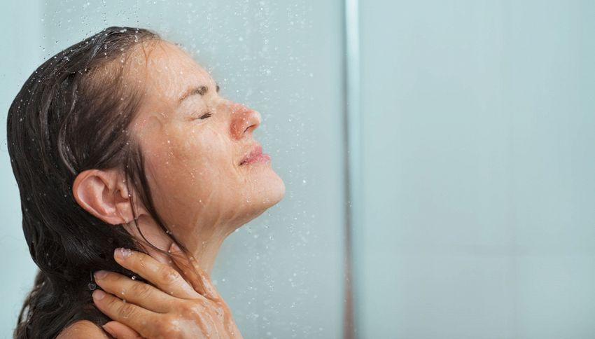 Vuoi dimagrire e ammalarti di meno? Fai una doccia fredda