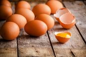 """Perché si dice """"trovare il pelo nell'uovo""""?"""