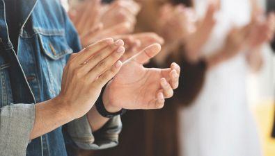 Perché si battono le mani?