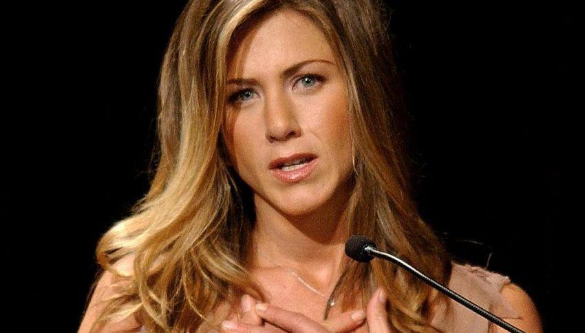 Jennifer Aniston diventa virale su TikTok per uno strano tic