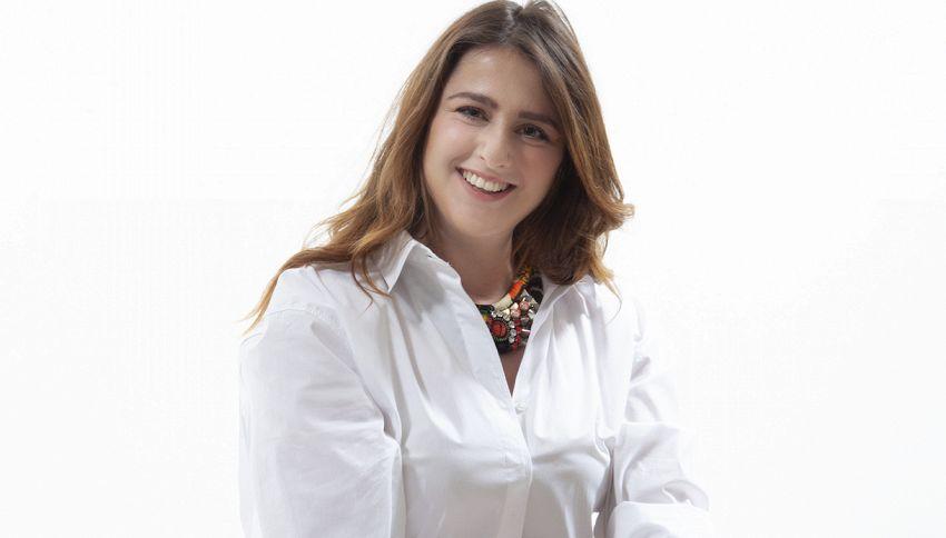 Michela Giraud intervista Beppe Sala (che canta Nicola Di Bari)