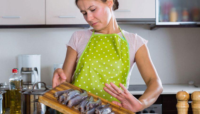Il trucco per cucinare il pesce senza fare odore