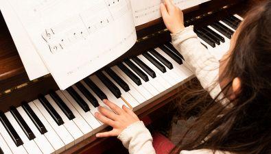 Perché il pianoforte ha tasti bianchi e neri?