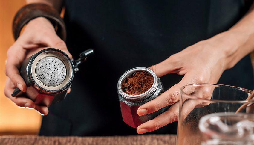 Come fare un caffè perfetto con moka? Il trucco dell'acqua