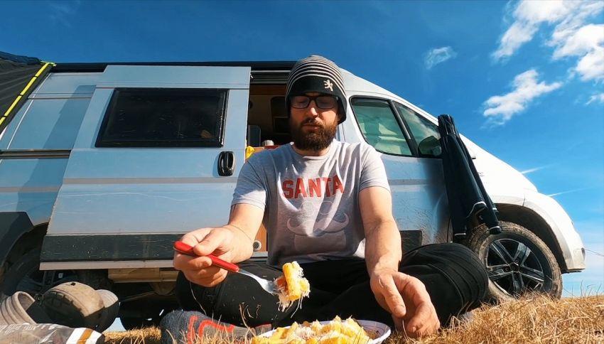 Yari Ghidone, in tv la storia dello youtuber che vive in camper