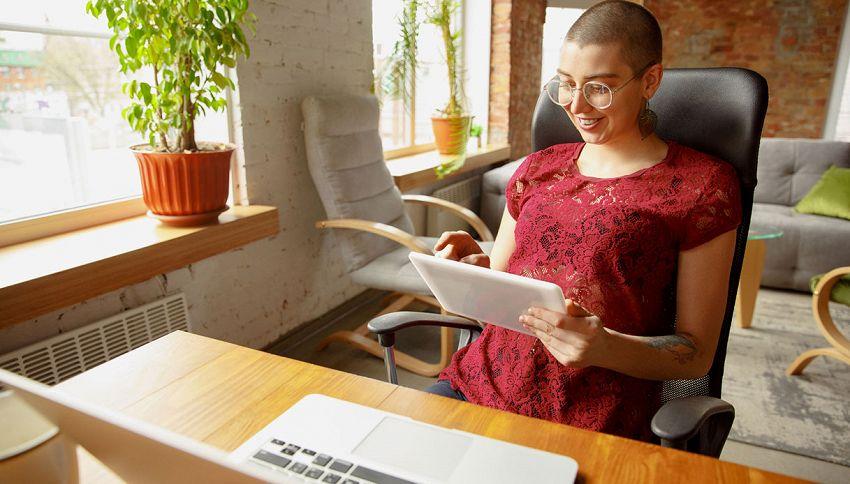 Chi lavora da casa è più felice: cosa rivela la ricerca
